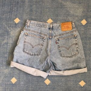 Vintage women's Levi's light wash denim shorts 31""